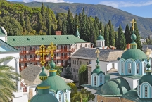 Вид на Свято-Пантелеимонов монастырь