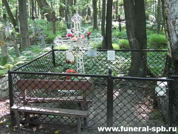 Властительница дет.душ - Могила Чарской на Смоленском кладбище в Спб.